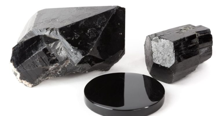 Pierres et cristaux noirs